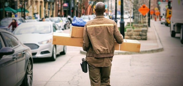 6 Common E-Commerce Delivery Challenges & How to Overcome Them